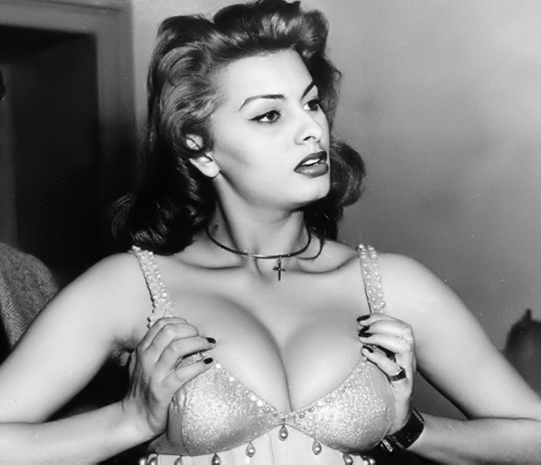 Dans l'Isba romaine de Boris-Sophia Loren-2-ParisBazaar-Bergman