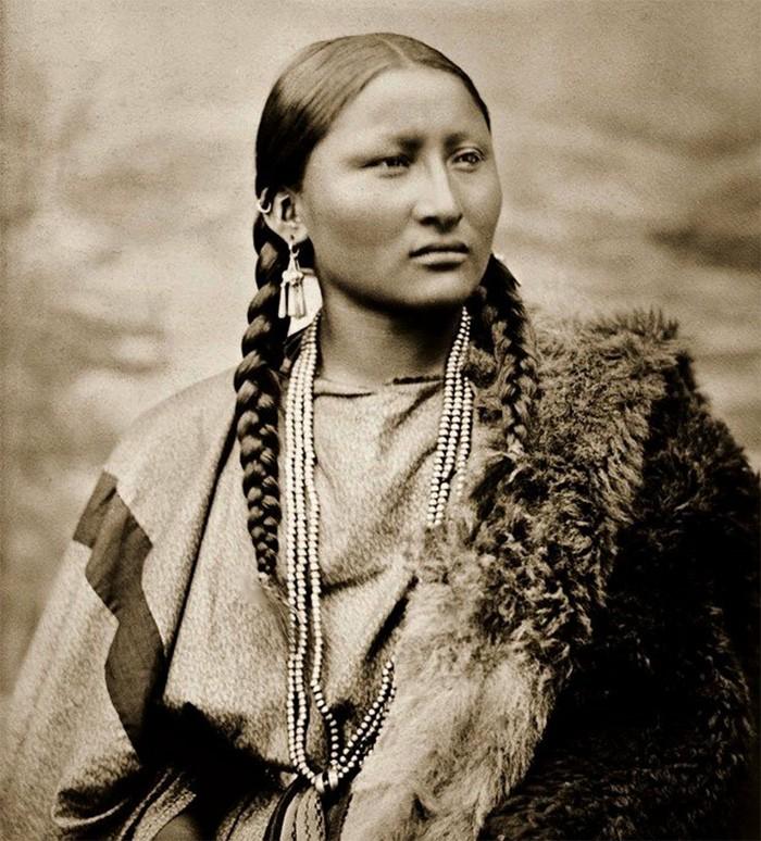 Nous Sommes ce que nous Fûmes-Amérindienne-ParisBazaar-Bergman