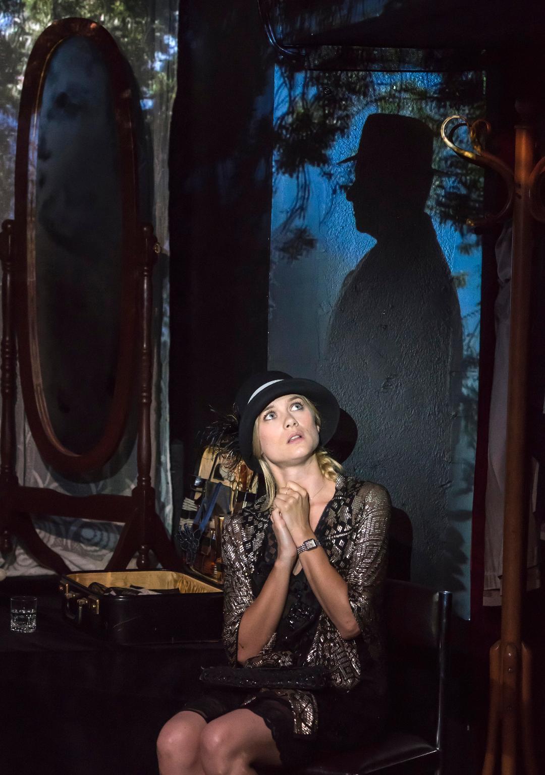 Mademoiselle Else-du Bonheur en Poche-Ombre-ParisBazaar-Gely