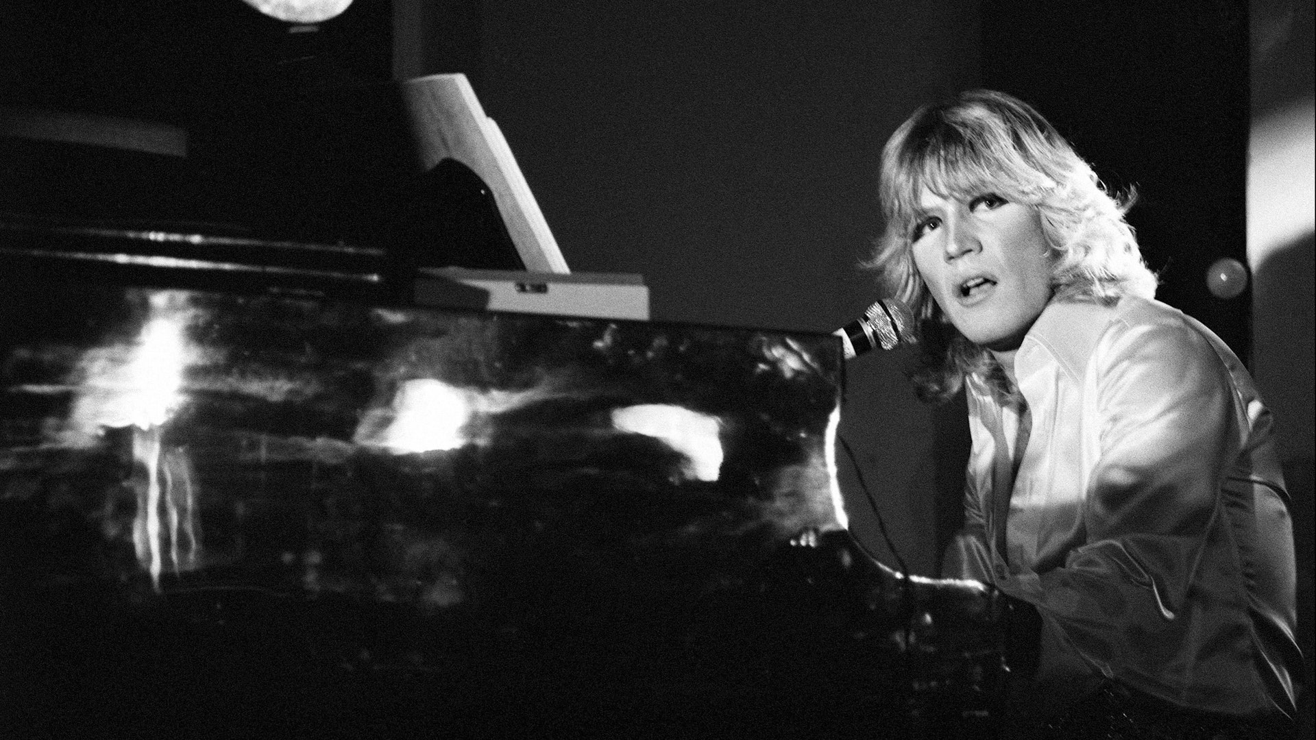 Dans l'Isba de Boris-Juvet-Piano-Glam-ParisBazaar-Bergman